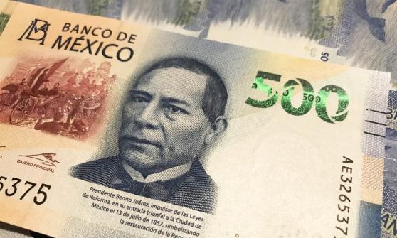 Peso cae ante el dólar por poca liquidez debido a feriado en Estados Unidos